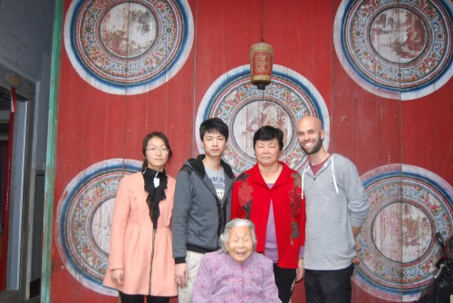 Auntie, her mother, her daughter SuHua, her son DongDong and me at the home where she grew up!