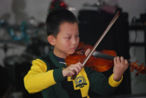 YongYong at his first ever violin recital!